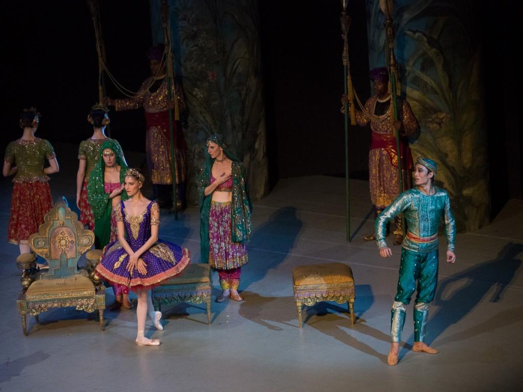 Solor et Gamzatti face à la mort de Nikiya