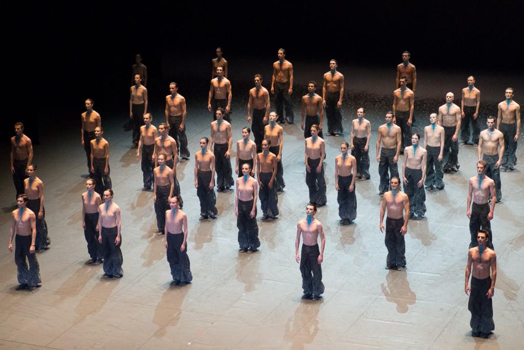 The Seasons' Canon - Hymne à la puissance du corps de ballet